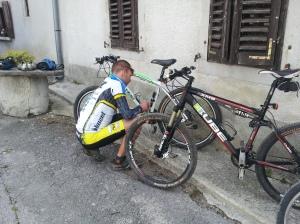 Alez preparing bikes in Roc