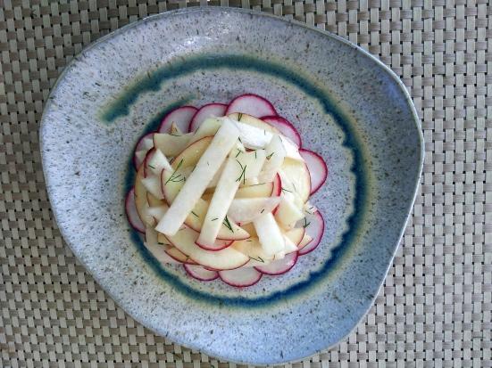 Kohlrabi apple salad