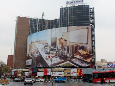 Meydan-e-Vali-ye-Asr St. intersection