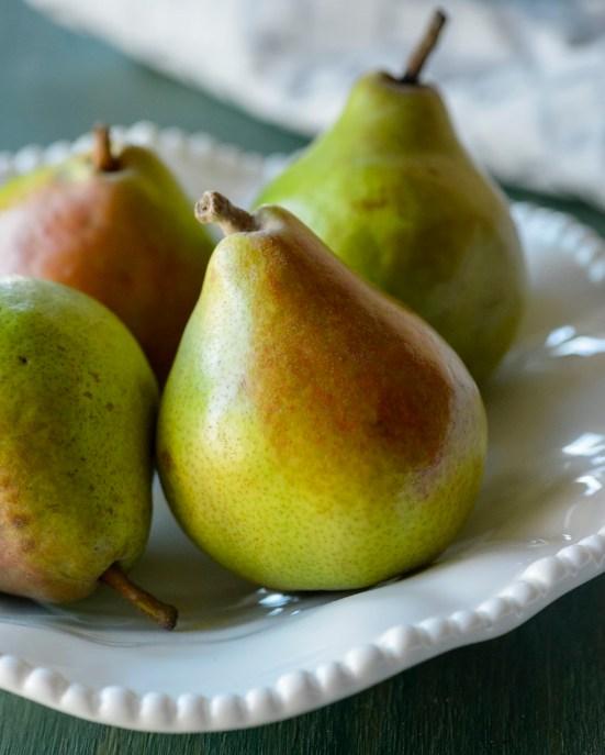 comice beauty shot USA Pears (1026x1280)